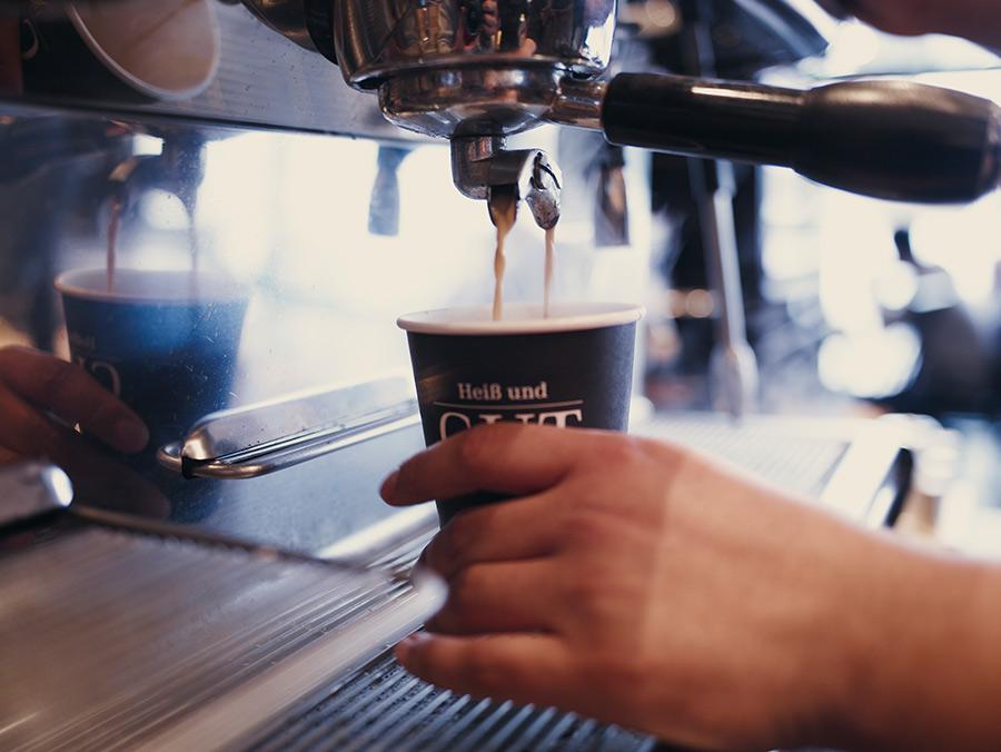 Ob in unserem Café oder To-Go: unser Espresso schmeckt nach dolce vita!
